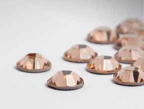 Swarovski Eyelash Crystals #Light Peach 40 Pieces